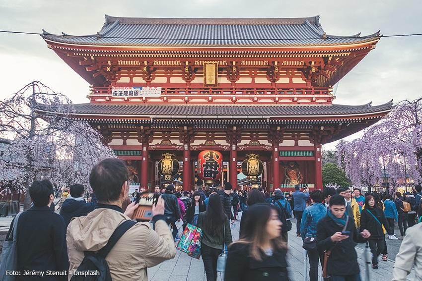 Japaner besuchen Sehenswürdigkeiten in Japan