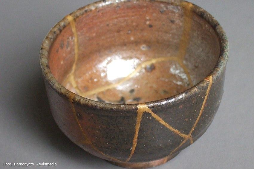 Teeschale aus Keramik nach der Reparatur