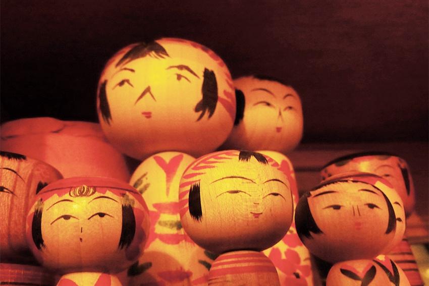Handbemalte traditionelle Kokeshi Puppen aus Japan