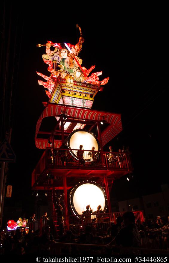 Riesige Laterne beim Nebuta Matsuri in Aomori