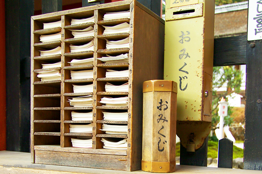 Omikuji im Kamigamo- Schrein, Kyoto