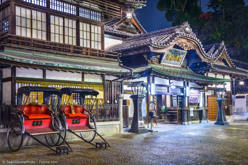 In Japan gibt es ähnlich wie in Deutschland Kurorte – dort sind es aber vor allem die Onsen Heilquellen, die die Menschen anziehen. Wie zum Beispiel in Beppu gibt es ganze Onsen-Dörfer.