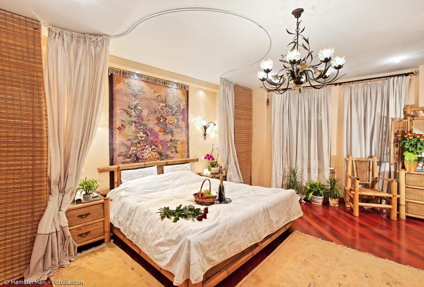 Genial Gemütliches Schlafzimmer Mit Bambusbett Sowie Nachttisch, Kommode Und  Sessel Aus Bambus