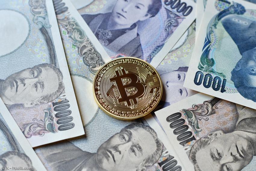 Goldener Bitcoin auf japanischen Yen-Scheinen