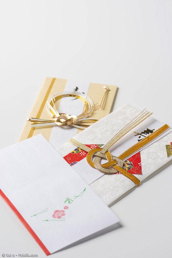 Japanisches Briefpapier und die passenden Briefumschläge haben ihre ganze eigene Wirkung. Diese wunderschönen Briefe machen dem Empfänger garantiert viel Freude.