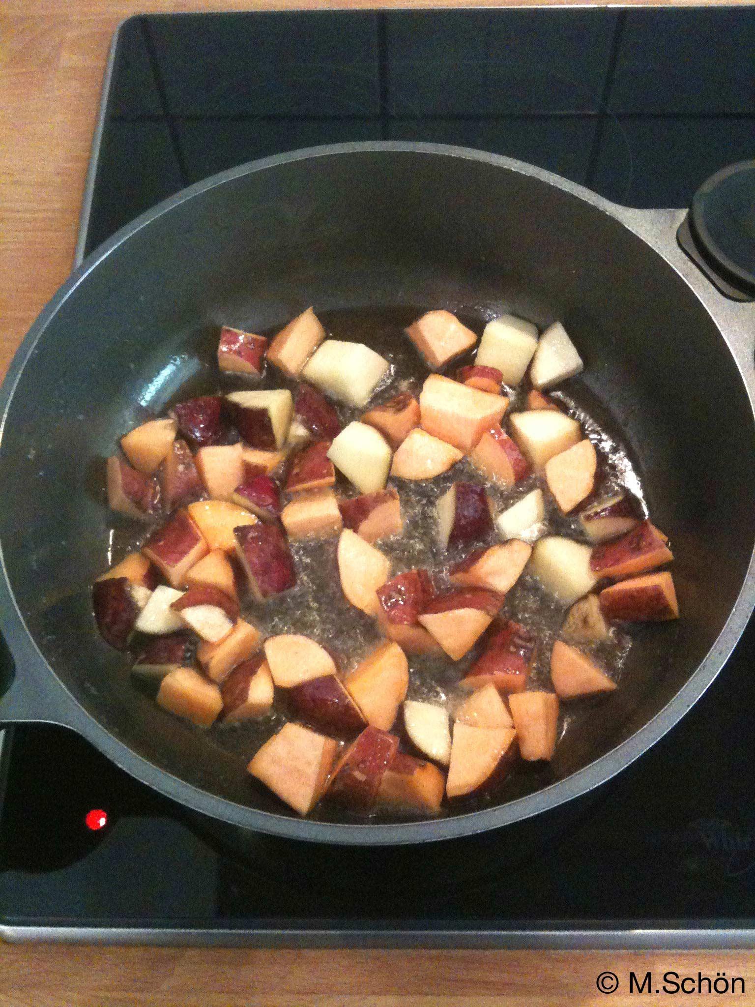 Schritt 3. Süßkartoffeln goldbraun anbraten