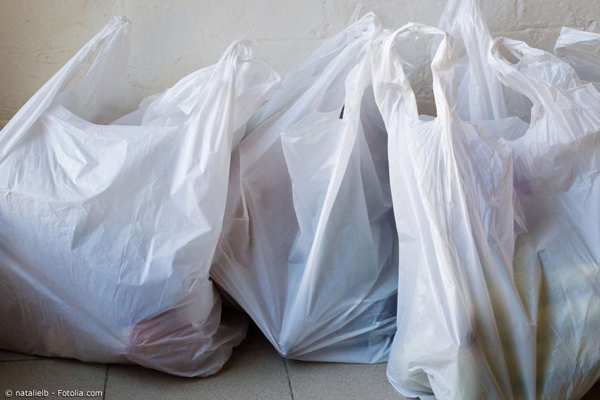 So sieht es meist nach einem Einkauf im Konbini oder im Supermarkt aus: Viele Tüten aus Plastik, die man automatisch zu jedem Einkauf dazubekommt.
