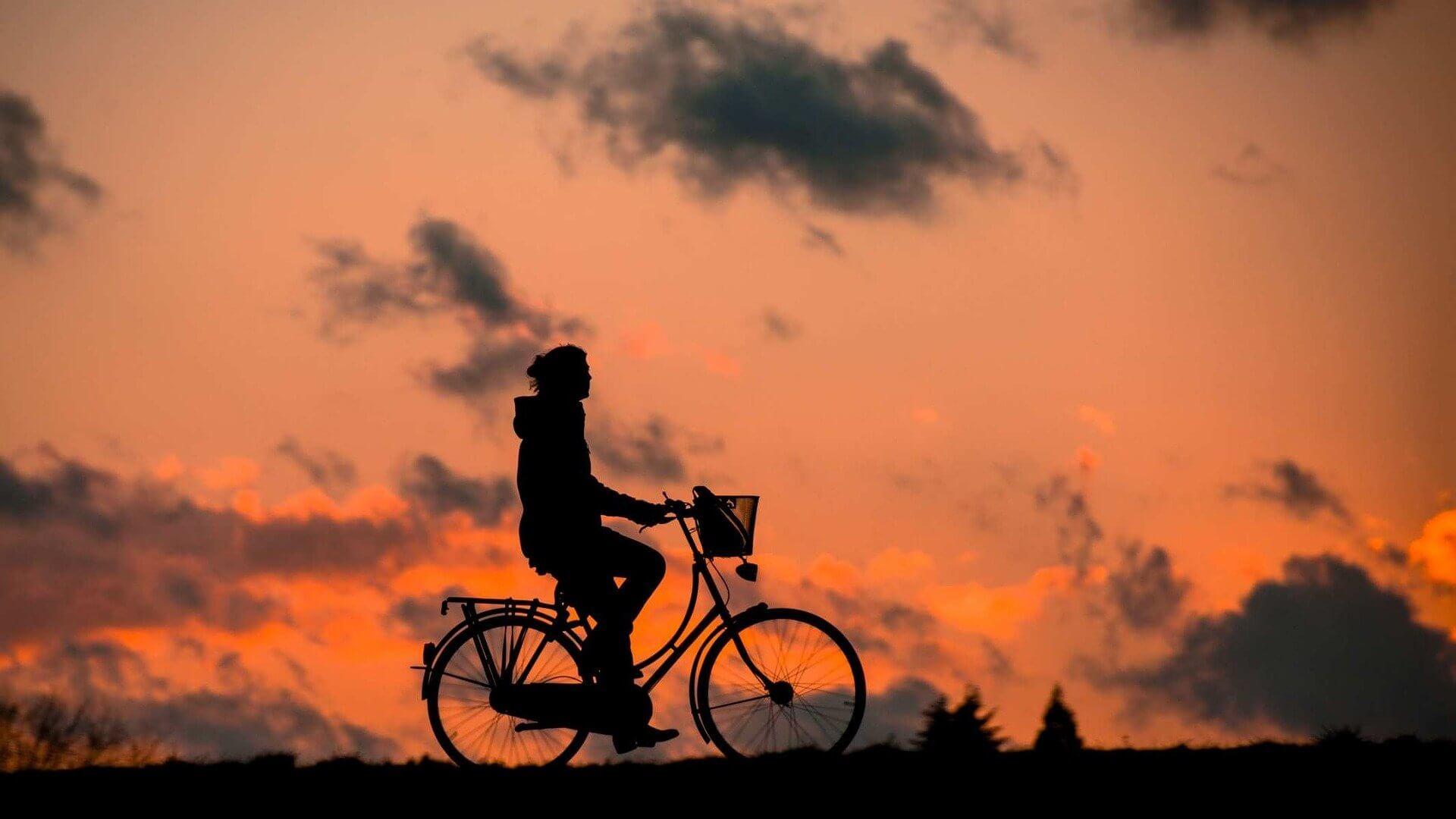 Eine schöne Fahrradtour in der Abendsonne