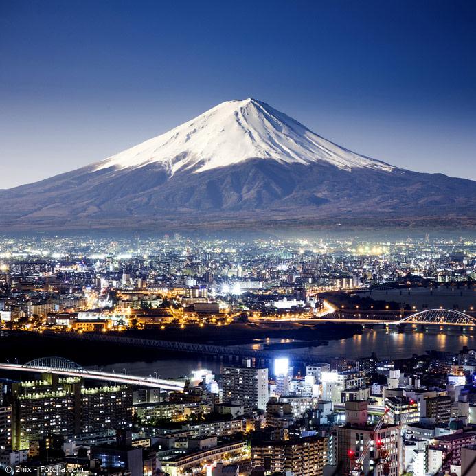 Der Fuji ist Japans höchster Berg und gleichzeitig einer der aktiven Vulkane Japans. Allerdings brach er das letzte Mal 1707 aus und ist nun beliebtes Ziel von Wanderern.