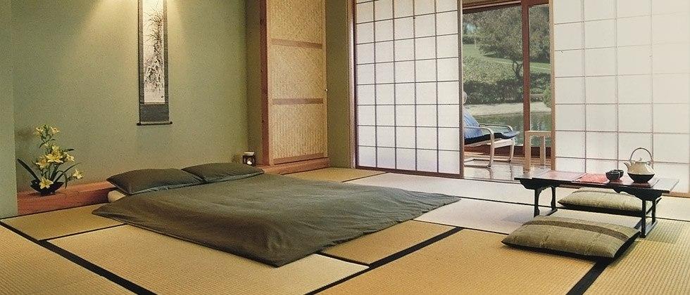 Tatami und Futon Bett mit Shoji im Japanzimmer