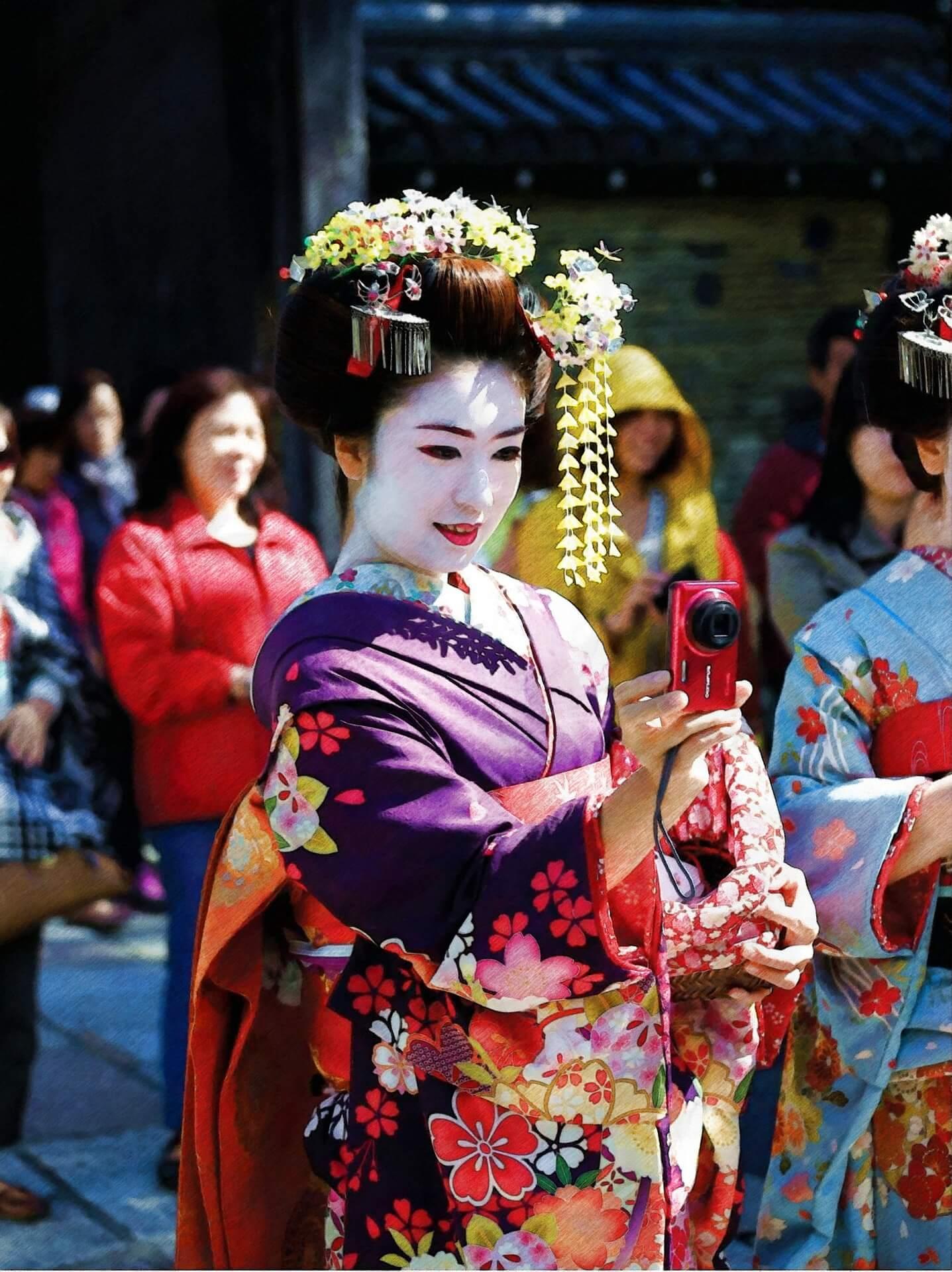 Geisha klassisch geschminkt im Kimono