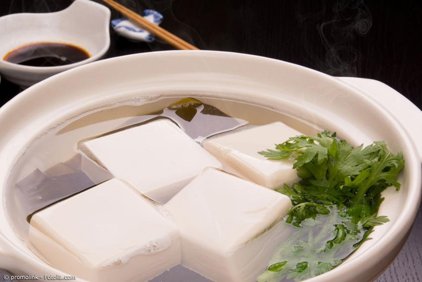Wörtlich übersetzt bedeutet 'Yudofu' nichts anderes als gekochter Tofu. Aber das Gericht ist weit mehr.
