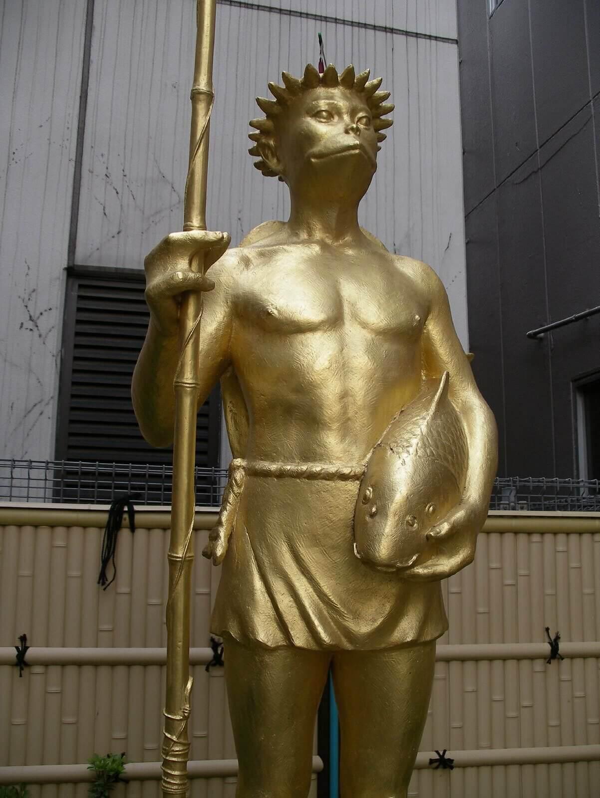 Goldene Kappa-Statue