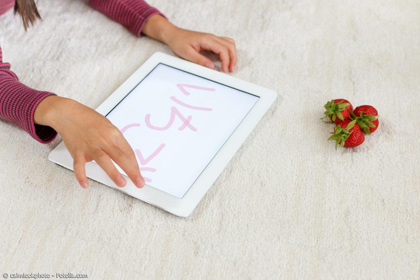 Hiragana sind das einfachste Schriftsystem im Japanischen. Japanische Grundschüler und internationale Japanisch-Schüler lernen sie als erstes.