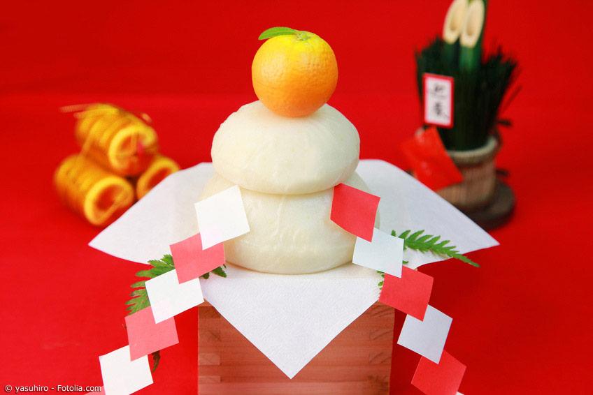 Kagami Mochi sind nicht nur eine sehr beliebte Dekoration für das eigene Heim zu Neujahr, sie werden nach den Feiertagen traditionell in einer Suppe gegessen.