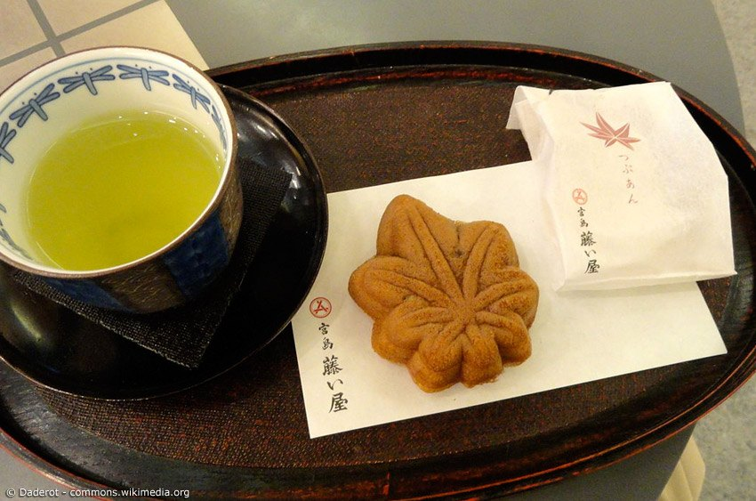 Momiji Manju - das leckerste Souvenir von der Insel Miyajima in der Präfektur Hiroshima. Die kleinen weichen Küchlein gibt es mit verschiedenen Füllungen.