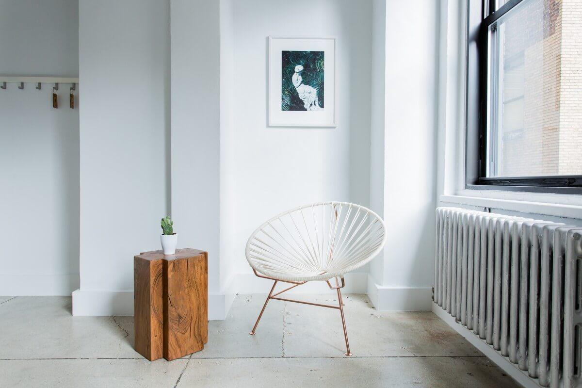Sitzecke im Japandi-Stil eingerichtet
