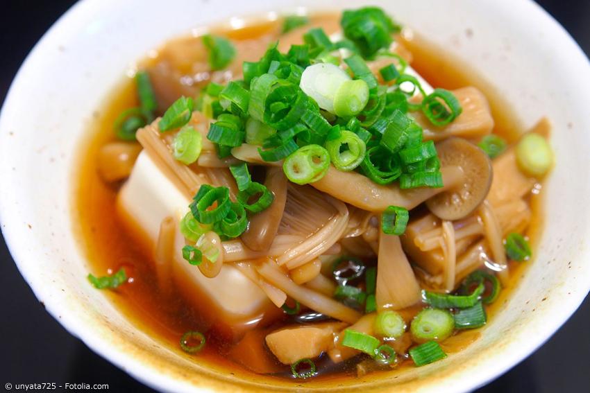 Yudofu ist ein japanisches Gericht, das man leicht zu Hause nachkochen kann. Mit diesem Rezept können auch Sie wie die Mönche in Kyoto essen!