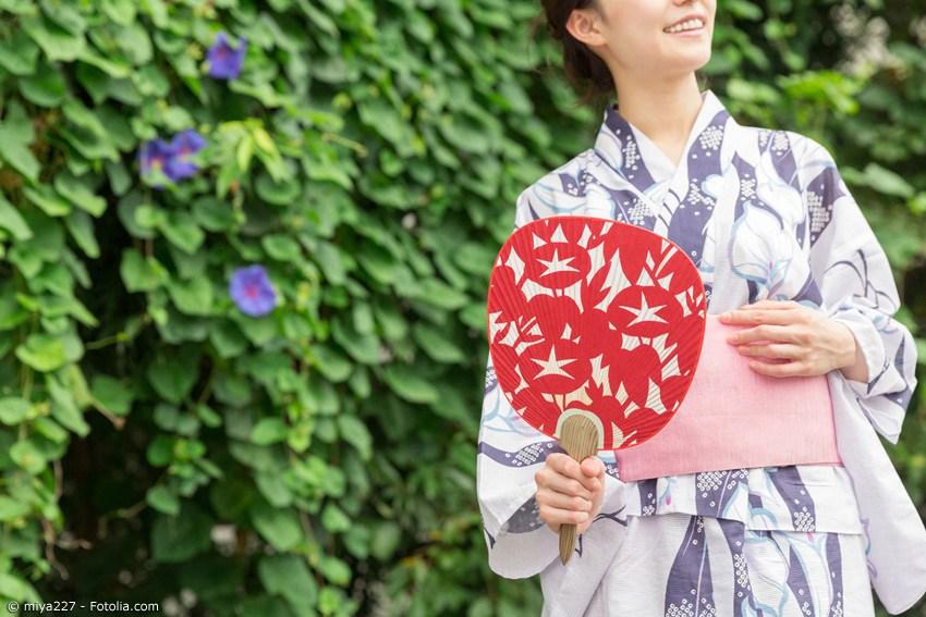 Uchiwa (Blattfächer) sind eine Spezilität aus Kyoto. Seit dem 6. Jahrhundert werden diese Fächer in Manufakturen in Kyoto gefertigt.