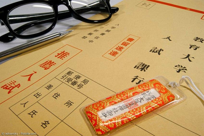 Wenn es ans Lernen für die Uni-Aufnahmeprüfung geht, vertrauen viele japanische Schüler auf Omamori, die ihnen Glück bringen sollen.