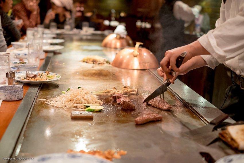 Front-cooking mit Sashimi-Messer
