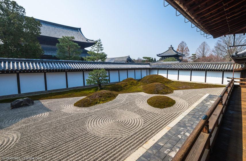 Zengärten gehören zum Zen-Buddhismus einfach dazu. Die meditative Entspannung beim Anlegen und Pflegen solch eines Gartens soll den Geist stärken.