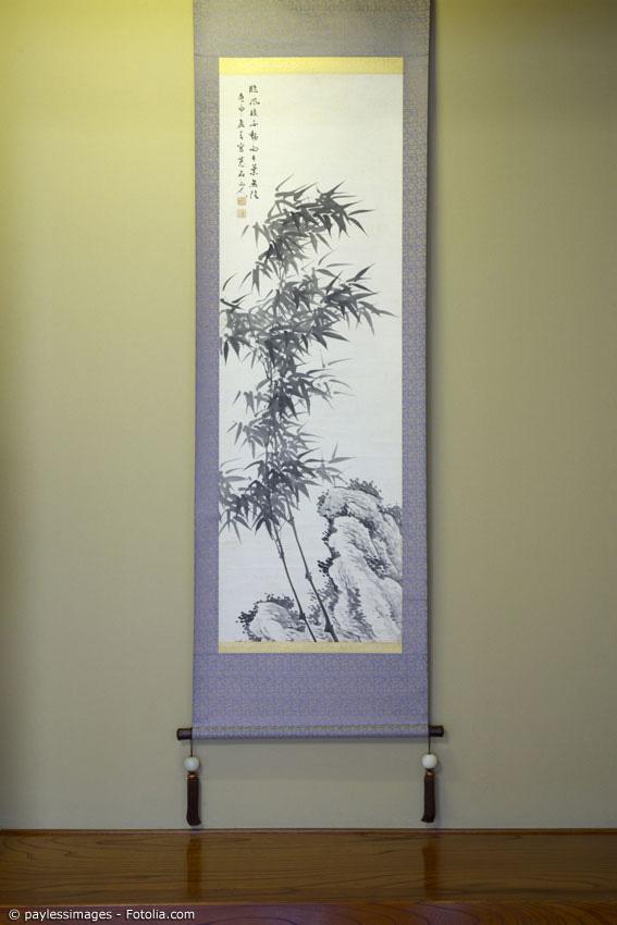 Naturmotive sind beliebte Szenen auf japanischen Rollbildern. Aber auch Kalligraphien sieht man häufig.