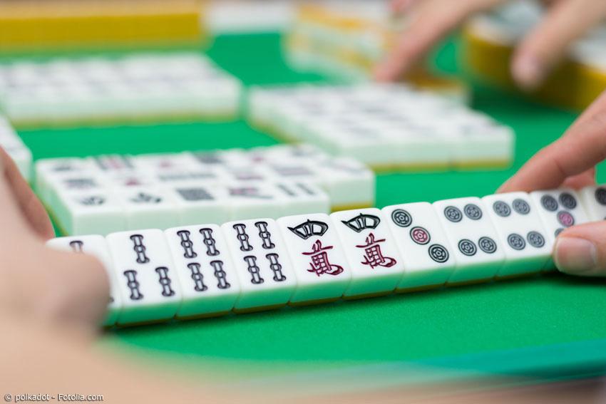 Mah Jongg ist ein beliebtes Strategiespiel in Japan, das ursprünglich aus China importiert wurde.