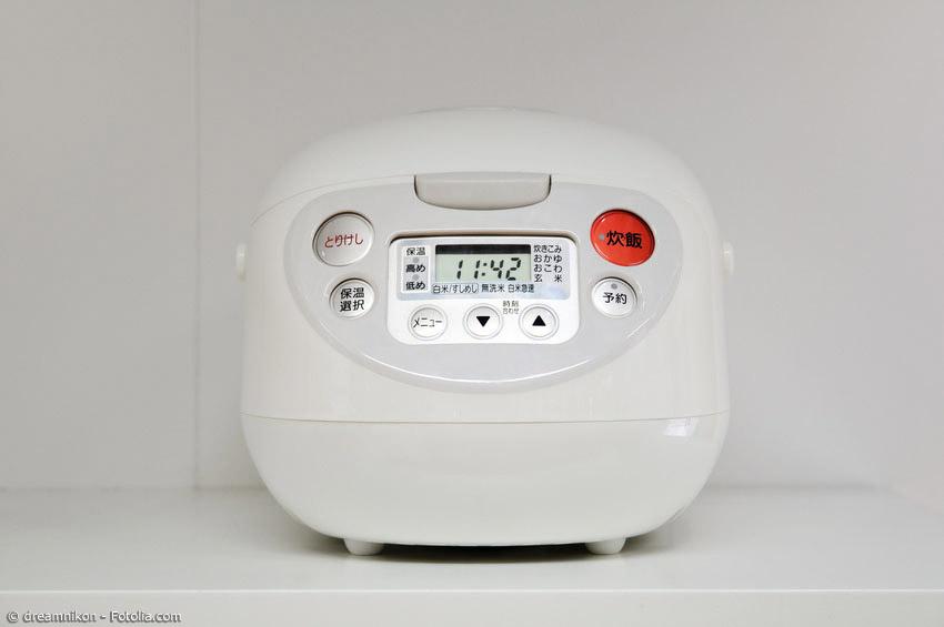 Es gibt drei verschiedene Arten von Reiskochern. Vom günstigen Modell bis zum Luxus-Schnell-Reiskocher gibt es alle Varianten. Auch Multifunktionsgeräte erfreuen sich großer Beliebtheit.