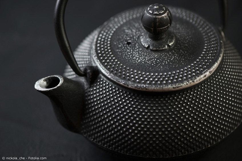 Tetsubin gibt es in verschiedenen Formen und Größen. Ein wichtiges Unterscheidungsmerkmal ist, ob die japanischen Teekessel innen beschichtet oder unbeschichtet sind.