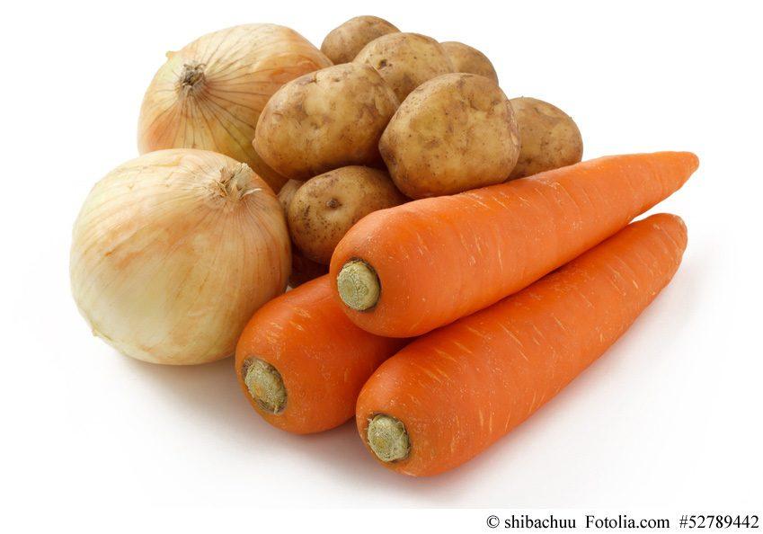 Zwiebeln, Kartoffeln und Möhren sind neben Fleisch die Grundbestandteile eines japanischen Currys
