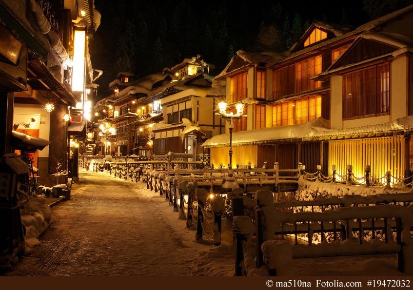 Besonders im Winter verwandeln sich japanische Onsen-Resorts in nahezu magische Landschaften.