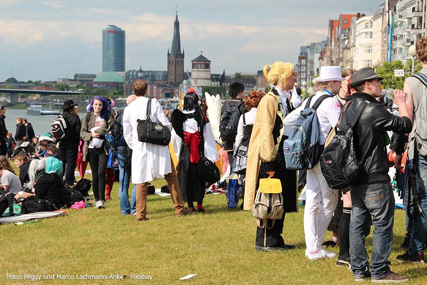 Besucher des Festes am Rhein
