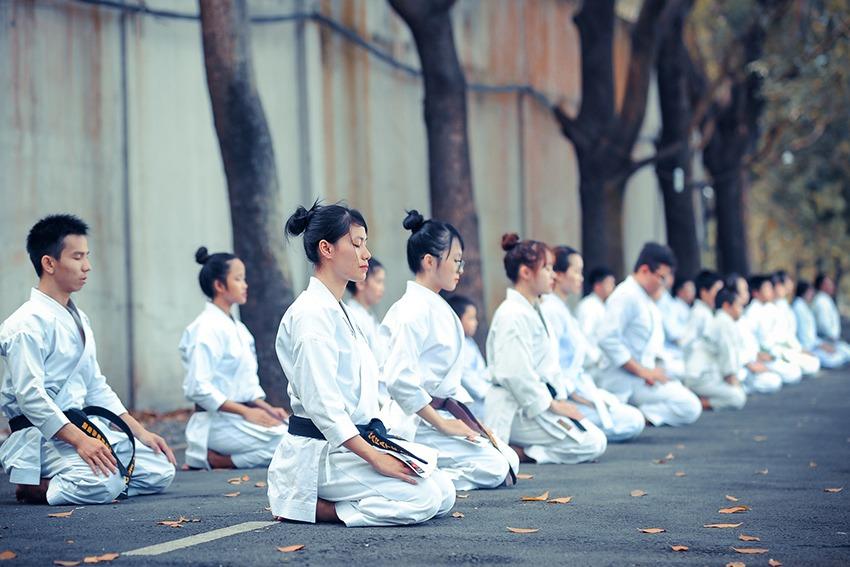 Mokuso Meditation vor und nach dem Training in der Tradition des Zazen - Budo