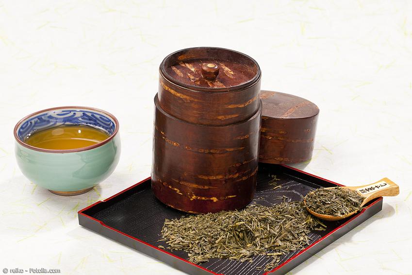 Kabazaiku Teedose aus Kirschrinde mit grünem Tee