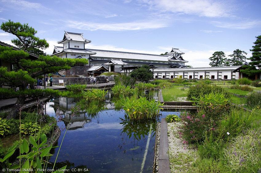 Kanazawa Schloss mit Garten und Teich