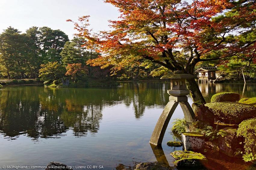 Kenroku-en Garten mit typischer Steinlaterne