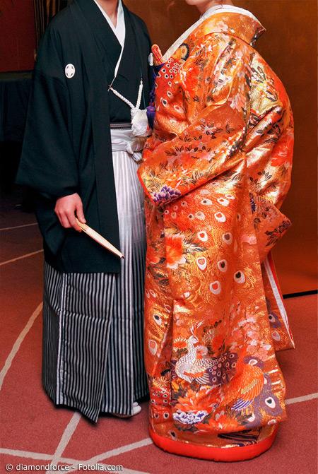 Zur Hochzeit oder anderen hochfeierlichen Anlässen ist ein Kimono ganz besonders aufwendig. Auch die Männer tragen hierfür meist einen festlichen Kimono.