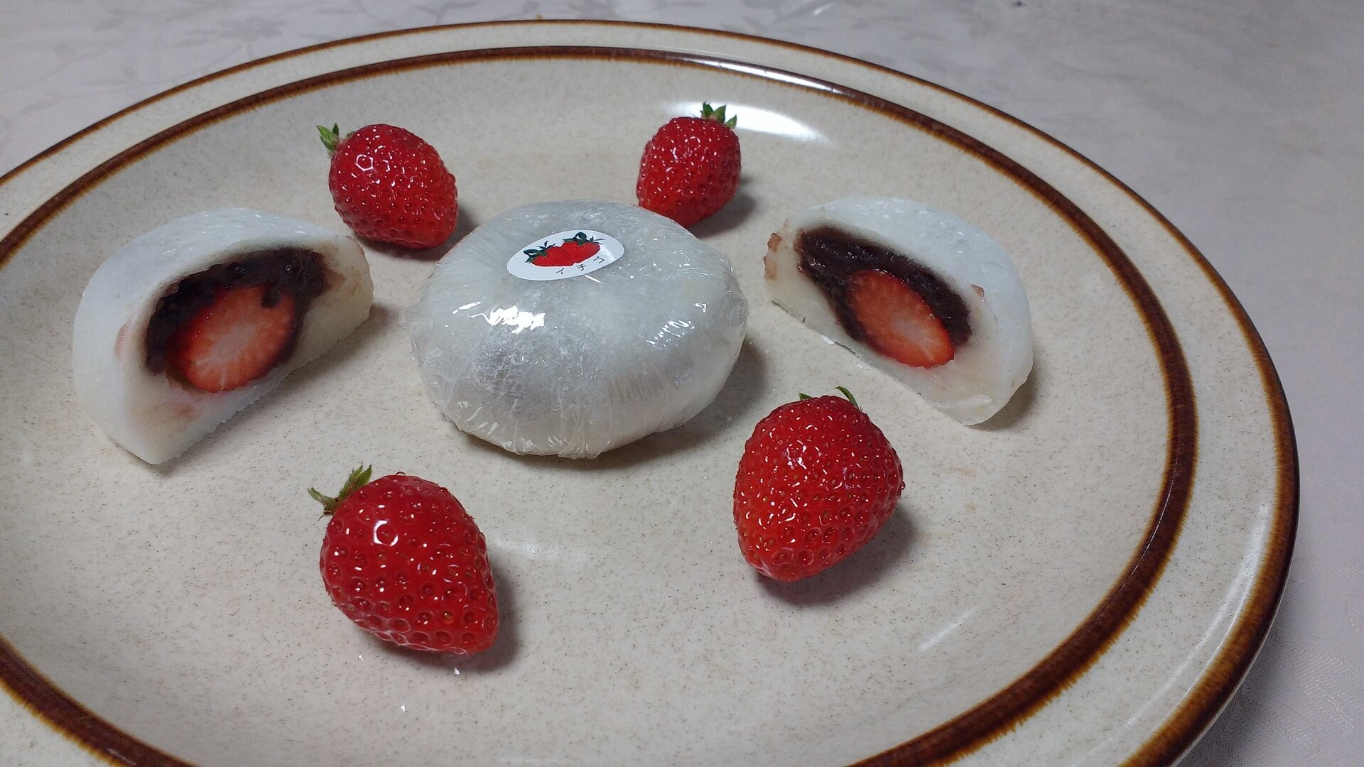Mochi mit Erdbeeren