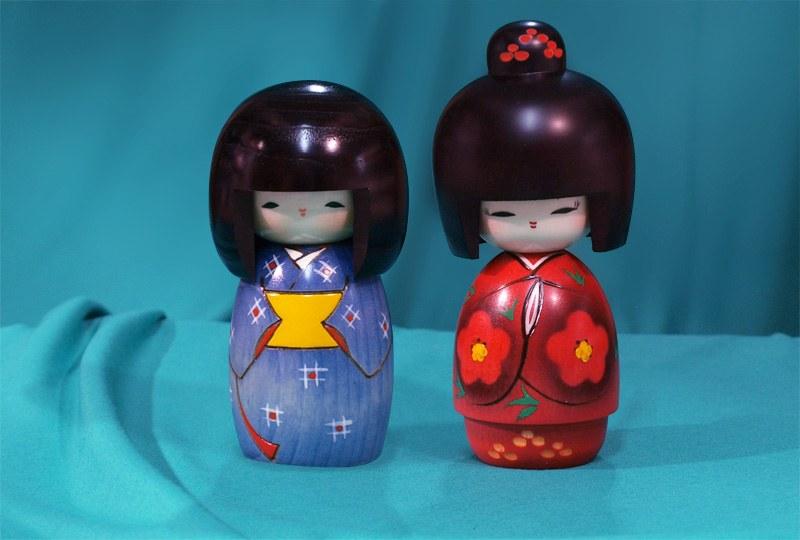 Kokeshi Puppe roter Kimono