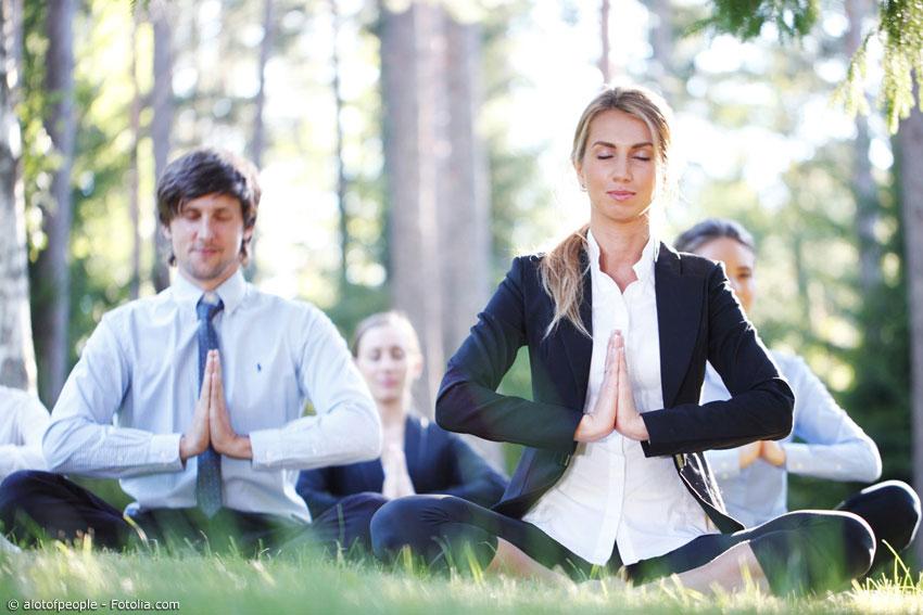 Nach der Arbeit oder in der Mittagspause ‐ Outdoor-Yoga ist ein wunderbarer Ausgleich für einen stressigen Arbeitsalltag.