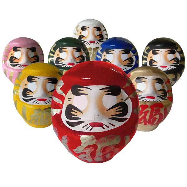 Für jede Lebenssituation gibt es den passenden Daruma. Die unterschiedlichen Farben sollen in verschiedenen Bereichen Glück bringen, beispielsweise in der Schule/im Beruf oder in der Gesundheit.