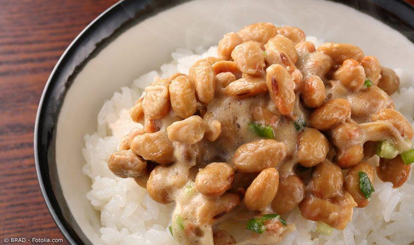 Natto auf Reis Closeup