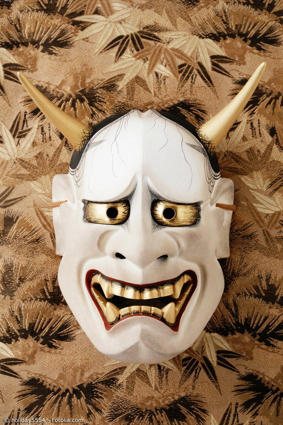 Noh-Masken haben nicht nur menschliche Züge, auch Darstellungen von Oni (japanische Dämonen) sind äußerst beliebt im Noh Theater.