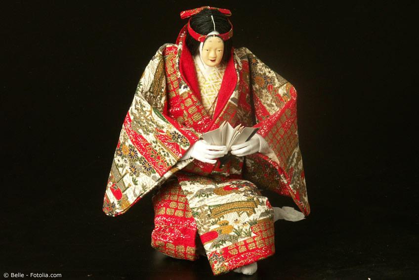 Noh Theater Kostüme an einer Puppe
