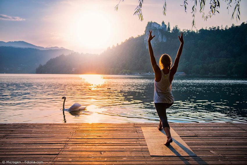 Meditation und Yoga helfen beim Entspannen. Mit den richtigen Techniken und Übungen, vor allem in Verbindung mit der natürlichen Umgebung, können Sie so einen angenehmen Ausgleich schaffen.