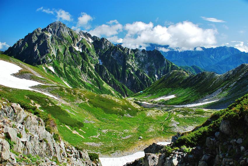 Sommer in den japanischen Alpen in Toyama