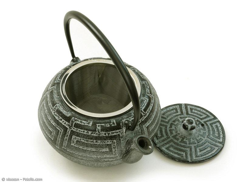 Satetsu-Tetsubin stellen eine Besonderheit unter den japanischen Teekesseln dar, denn sie werden aus speziellem Eisensand gefertigt.