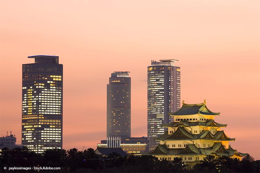 Schloss Nagoya vor beeindruckender Skyline