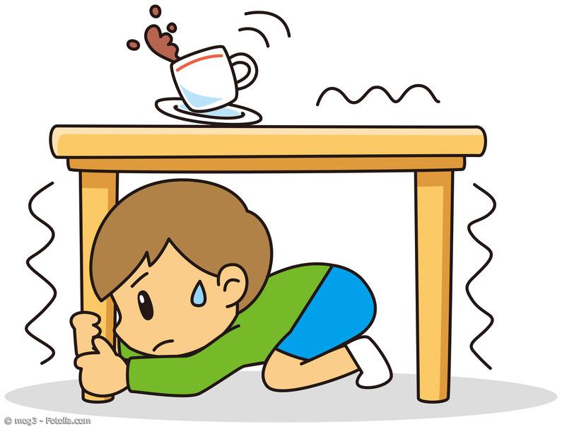 Schon in der Grundschule lernen Kinder, wie sie sich bei Erdbeben richtig verhalten. Regelmäßig gibt es in Schulen, Büros, Geschäften und Fabriken Übungen.